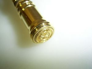 Parker Duofold *looks like solid gold* > goldplated > given to dealers who bought the solid gold one!