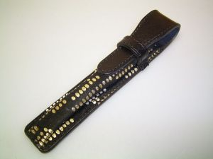 Black leather case with gold dots, for 1 pen