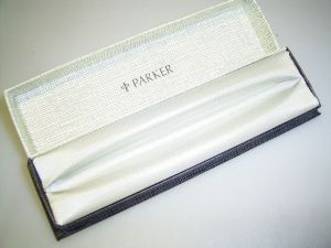 Parker box, black/white